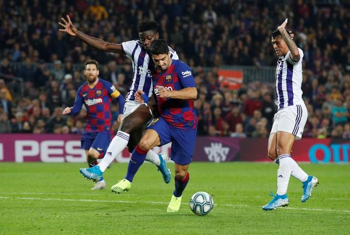 Messi loại đội bóng của Ronaldo, Barcelona tái chiếm La Liga - Ảnh 8.