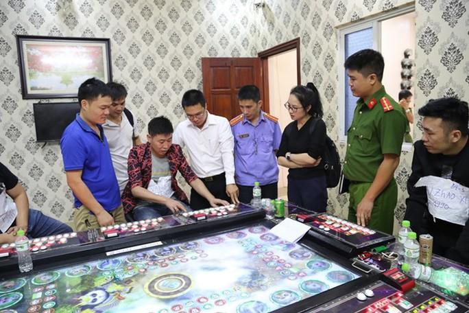 Đồng loạt đột kích 5 ổ cờ bạc trá hình do người Trung Quốc điều hành - Ảnh 1.