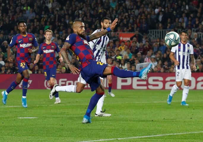 Messi loại đội bóng của Ronaldo, Barcelona tái chiếm La Liga - Ảnh 5.