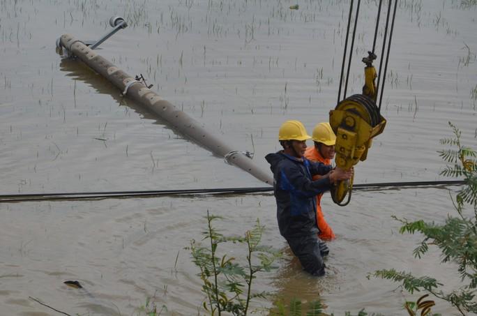 Bão số 5 ở miền Trung: EVNCPC đã khôi phục cấp điện lại cho 161.895 khách hàng - Ảnh 1.