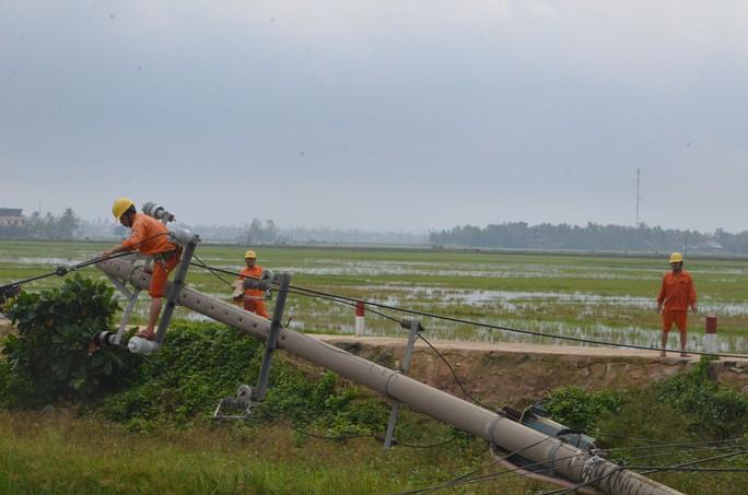 Bão số 5 ở miền Trung: EVNCPC đã khôi phục cấp điện lại cho 161.895 khách hàng - Ảnh 2.