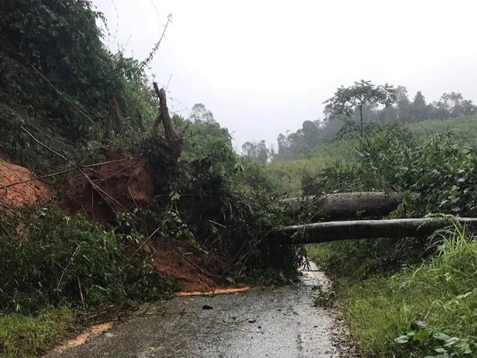 Quảng Nam: Mưa lớn, nước sông đang lên, 1 huyện miền núi bị lũ chia cắt - Ảnh 2.