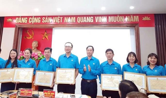 Hải Phòng: Hơn 4.300 công nhân được kết nạp Đảng - Ảnh 1.