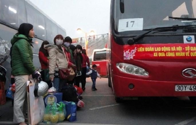 Hà Nội: Hỗ trợ xe đưa 1.600 công nhân về quê đón Tết - Ảnh 1.