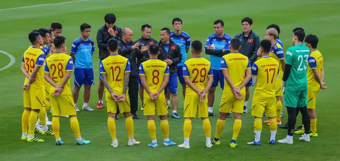 Văn Lâm rạng ngời trong ngày trở lại đội tuyển - Ảnh 3.