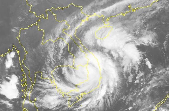 Tin cuối cùng về bão số 5, cảnh báo mưa lớn, lũ quét và sạt lở đất ở miền Trung - Ảnh 2.