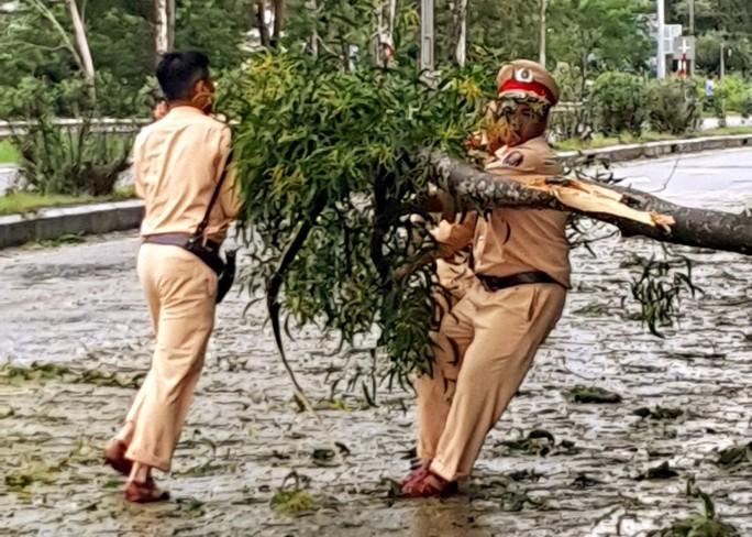 Quảng Nam: Mưa lớn, nước sông đang lên, 1 huyện miền núi bị lũ chia cắt - Ảnh 9.
