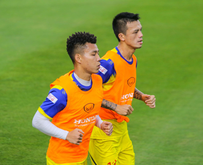 Văn Lâm rạng ngời trong ngày trở lại đội tuyển - Ảnh 9.