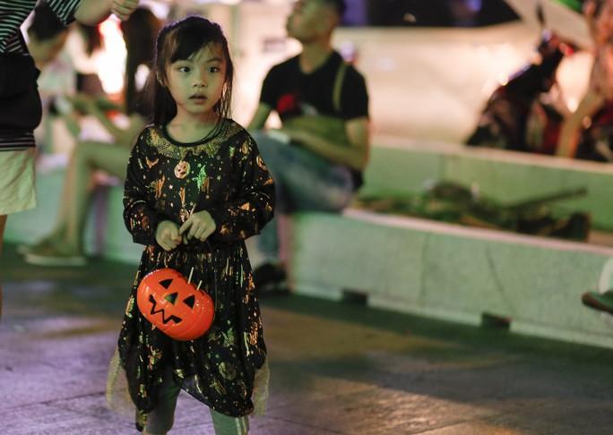 Giới trẻ TP HCM với những sắc thái mùa Halloween - Ảnh 11.