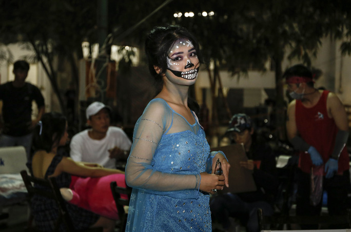 Giới trẻ TP HCM với những sắc thái mùa Halloween - Ảnh 13.