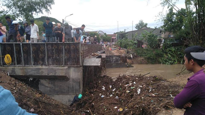 Phú Yên: Một người chết trong đêm bão - Ảnh 1.