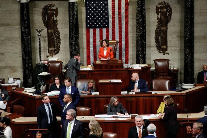 Hạ viện Mỹ mở toang cánh cửa điều tra luận tội ông Trump - Ảnh 1.