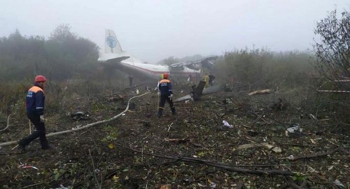 Máy bay hạ cánh khẩn, 5 người thiệt mạng - Ảnh 1.