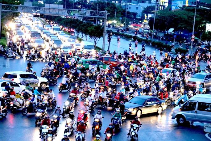 Nóng: Từ  5-10, đóng điểm quay đầu nút giao trọng điểm chân cầu Sài Gòn - Ảnh 1.