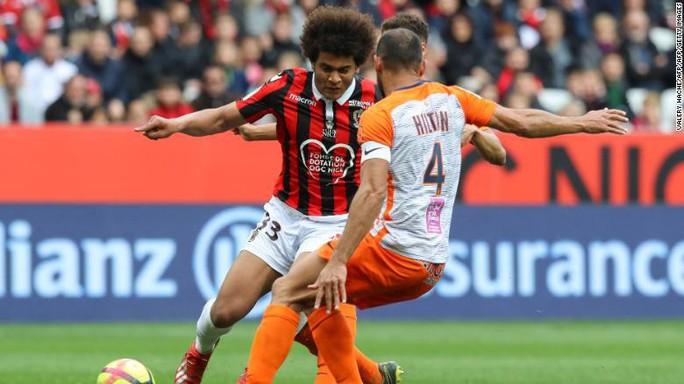 Cầu thủ trẻ bị sa thải vì trộm đồng hồ của đồng đội - Ảnh 2.