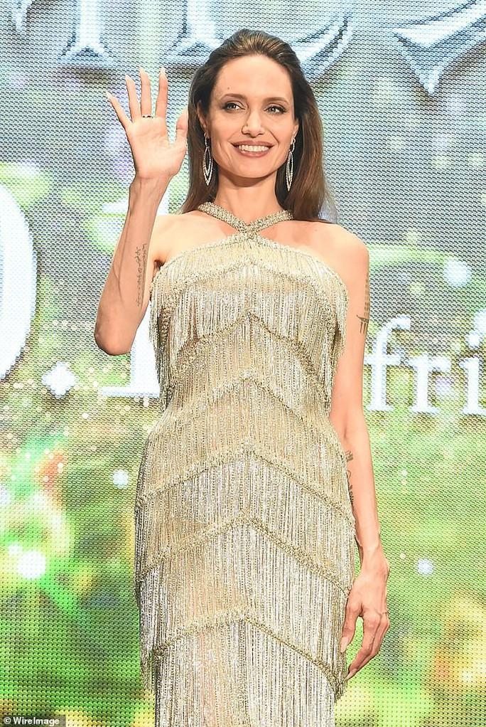 Angelina Jolie cùng 2 con nuôi ra mắt phim ở Nhật Bản - Ảnh 2.