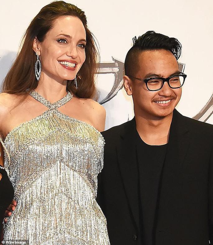 Angelina Jolie cùng 2 con nuôi ra mắt phim ở Nhật Bản - Ảnh 4.