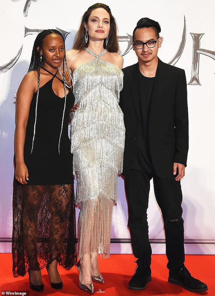 Angelina Jolie cùng 2 con nuôi ra mắt phim ở Nhật Bản - Ảnh 3.