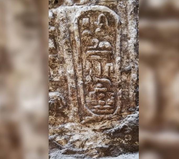 Sửa cống, đào được… nguyên ngôi đền bí ẩn 2.200 tuổi - Ảnh 2.