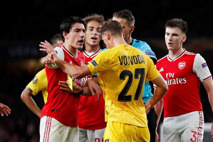 Sao 18 tuổi bùng nổ, Arsenal lên ngôi đỉnh bảng Europa League - Ảnh 1.