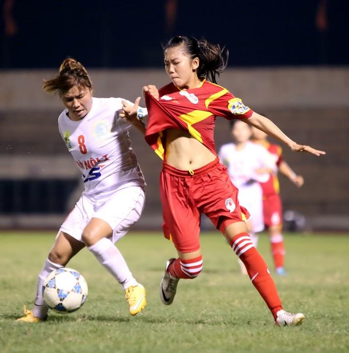 Giải Bóng đá nữ VĐQG 2019: Hà Nội thắng chủ nhà, đoạt ngôi á quân - Ảnh 1.