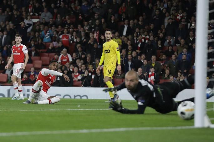 Sao 18 tuổi bùng nổ, Arsenal lên ngôi đỉnh bảng Europa League - Ảnh 4.
