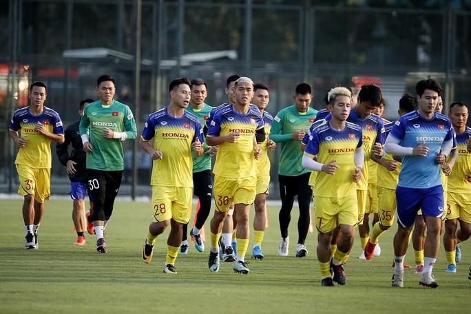 HLV Park Hang-seo gạch tên 9 cầu thủ, có cả Mạc Hồng Quân, Lương Xuân Trường - Ảnh 1.
