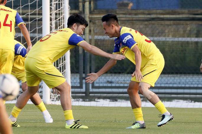 HLV Park Hang-seo gạch tên 9 cầu thủ, có cả Mạc Hồng Quân, Lương Xuân Trường - Ảnh 2.