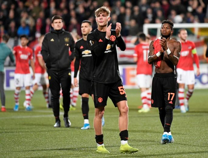Dứt điểm kém, Man United mất ngôi đầu Europa League - Ảnh 6.