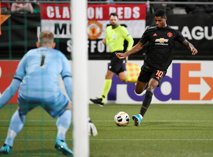 Dứt điểm kém, Man United mất ngôi đầu Europa League - Ảnh 2.