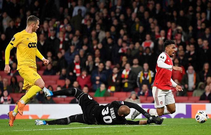 Sao 18 tuổi bùng nổ, Arsenal lên ngôi đỉnh bảng Europa League - Ảnh 5.