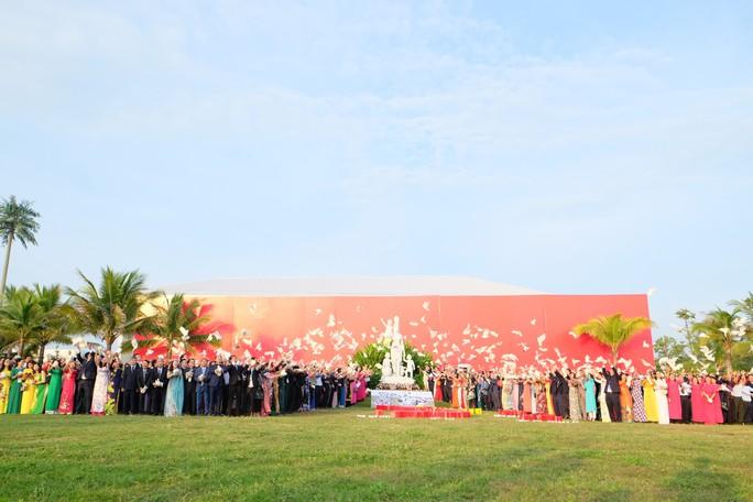 Doanh nhân ba miền cùng chào cờ dưới tượng đài Mẹ Việt Nam tại Đà Nẵng - Ảnh 8.
