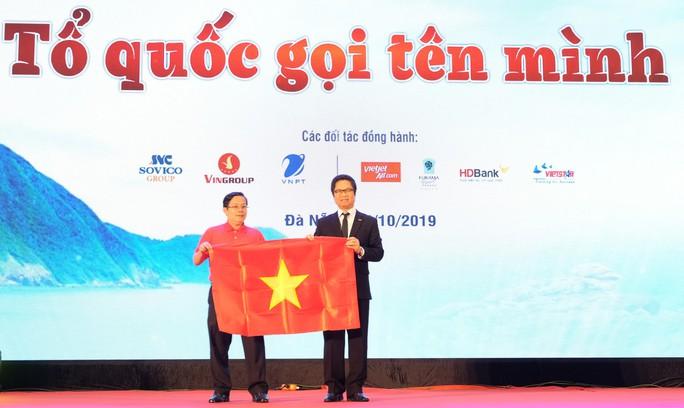 Chương trình Một triệu lá cờ Tổ quốc cùng ngư dân bám biển đến với doanh nhân 3 miền - Ảnh 3.
