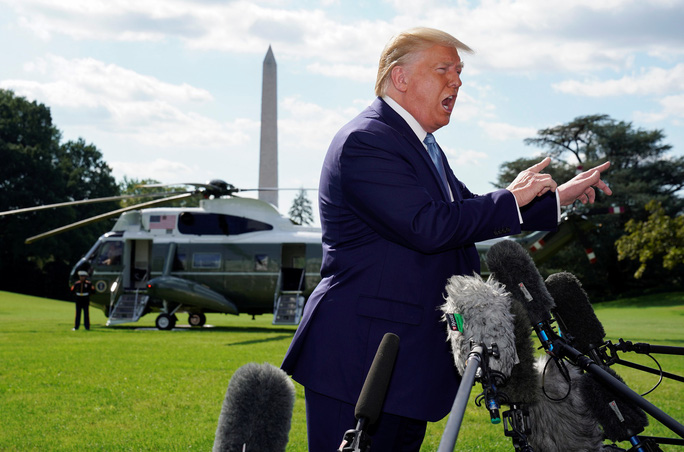 Nhờ vả Trung Quốc điều tra đối thủ, ông Trump phạm sai lầm tồi tệ? - Ảnh 1.