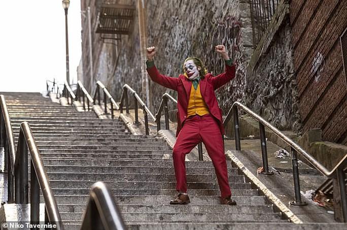 Một số khán giả hoảng sợ vì Joker - Ảnh 5.