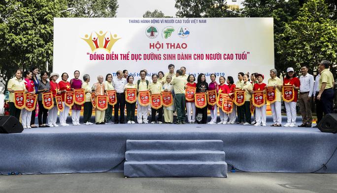 Hơn 2.800 VĐV tham dự đồng diễn thể dục dưỡng sinh - Ảnh 3.