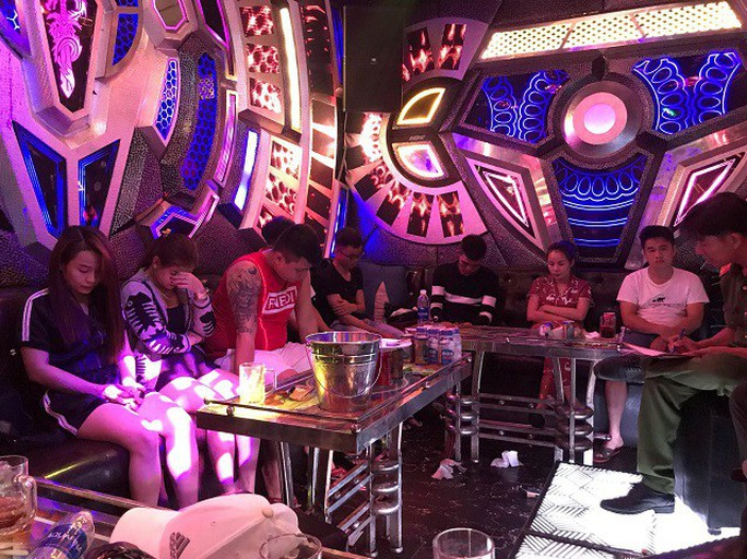 Quảng Nam: Liên tục phát hiện nhiều nam thanh nữ tú phê ma túy trong quán karaoke - Ảnh 2.