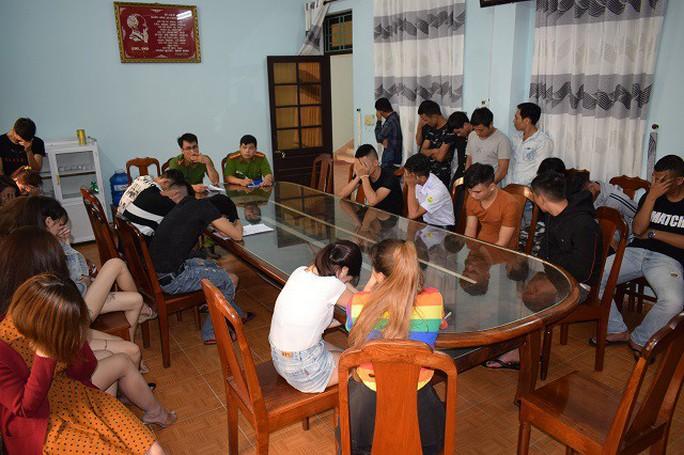 Quảng Nam: Liên tục phát hiện nhiều nam thanh nữ tú phê ma túy trong quán karaoke - Ảnh 1.