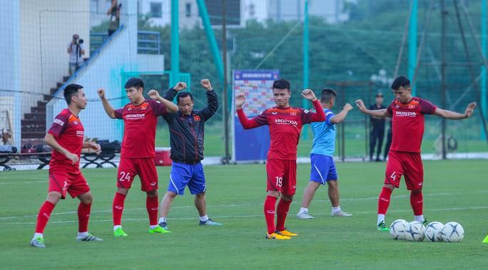 Cận cảnh buổi tập nghiêm túc song thoải mái của đội tuyển bóng đá Việt Nam - Ảnh 7.