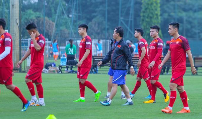 Cận cảnh buổi tập nghiêm túc song thoải mái của đội tuyển bóng đá Việt Nam - Ảnh 10.