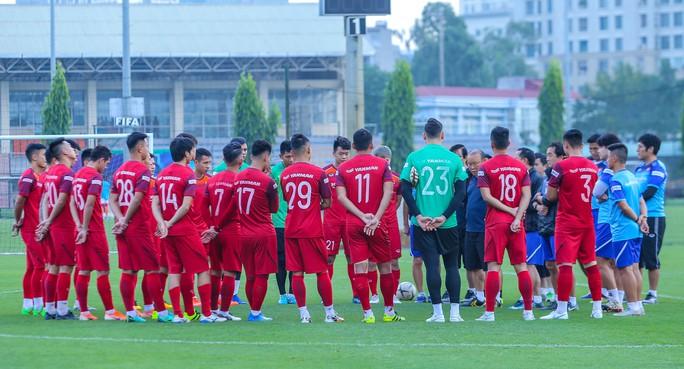 Cận cảnh buổi tập nghiêm túc song thoải mái của đội tuyển bóng đá Việt Nam - Ảnh 12.