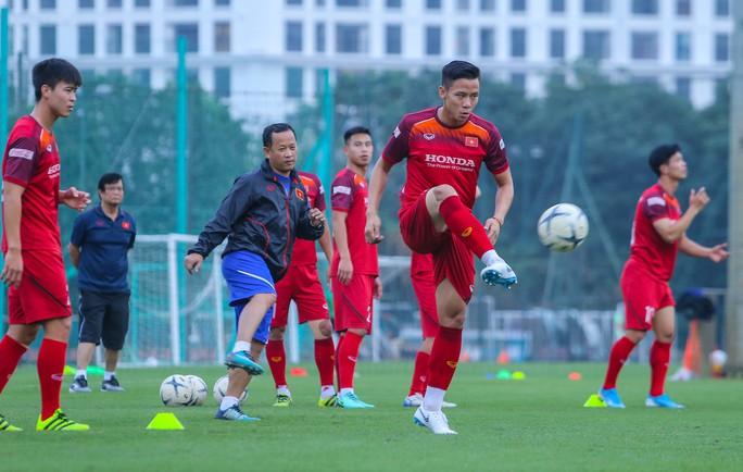 Cận cảnh buổi tập nghiêm túc song thoải mái của đội tuyển bóng đá Việt Nam - Ảnh 13.