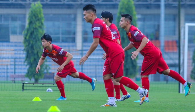 Đoàn Văn Hậu khó đá chính trận Malaysia - Ảnh 1.