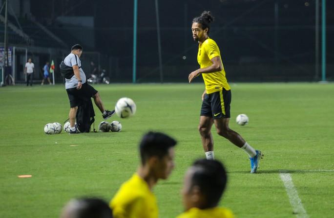 Đội tuyển Malaysia giấu bài trong buổi tập đầu tiên tại Việt Nam - Ảnh 8.