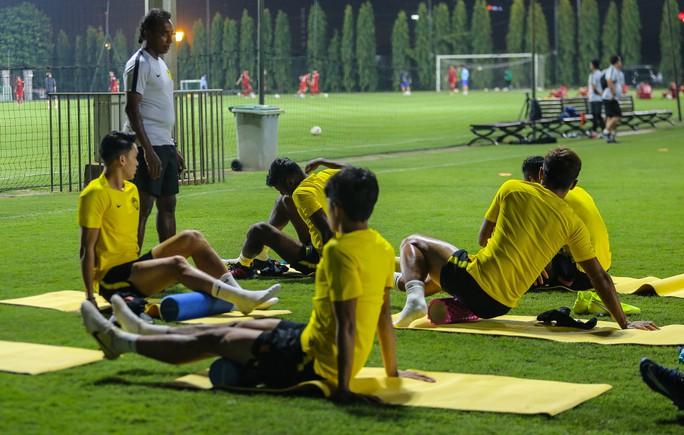 Đội tuyển Malaysia giấu bài trong buổi tập đầu tiên tại Việt Nam - Ảnh 9.