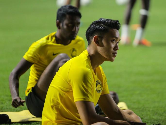 Đội tuyển Malaysia giấu bài trong buổi tập đầu tiên tại Việt Nam - Ảnh 10.