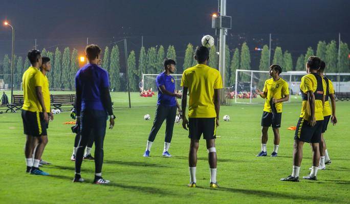 Đội tuyển Malaysia giấu bài trong buổi tập đầu tiên tại Việt Nam - Ảnh 13.