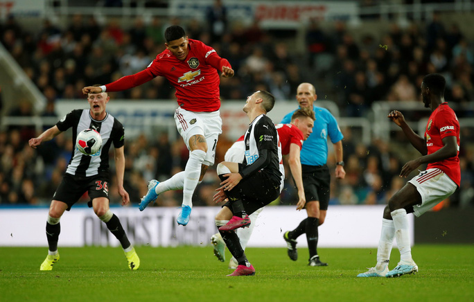 Man United gục ngã trước Newcastle - Ảnh 1.