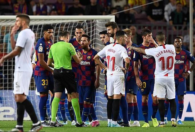 Bộ ba MSD tỏa sáng, Barcelona hạ gục Sevilla bằng loạt siêu phẩm - Ảnh 8.