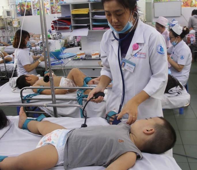 Thêm 2 người lớn chết vì sốt xuất huyết - Ảnh 1.